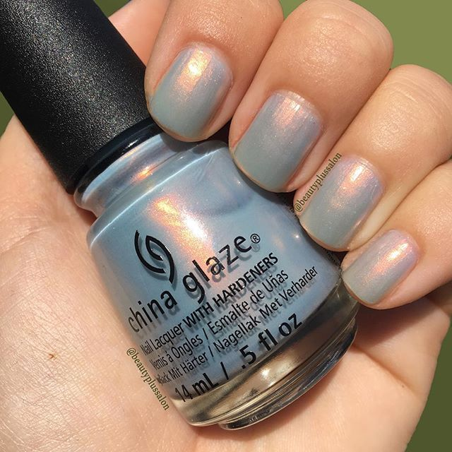 Super chic opal gray will go with any outfit, and transitions perfectly from summer to fall! Shade: Pearl Jammin from @chinaglazeofficial REBEL collection.