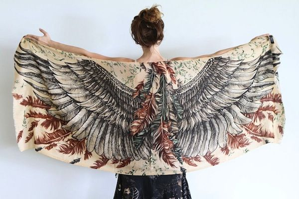 Hand-Painted Scarves That Let You 'Wear' The Beautiful Plumage Of Birds - DesignTAXI.com