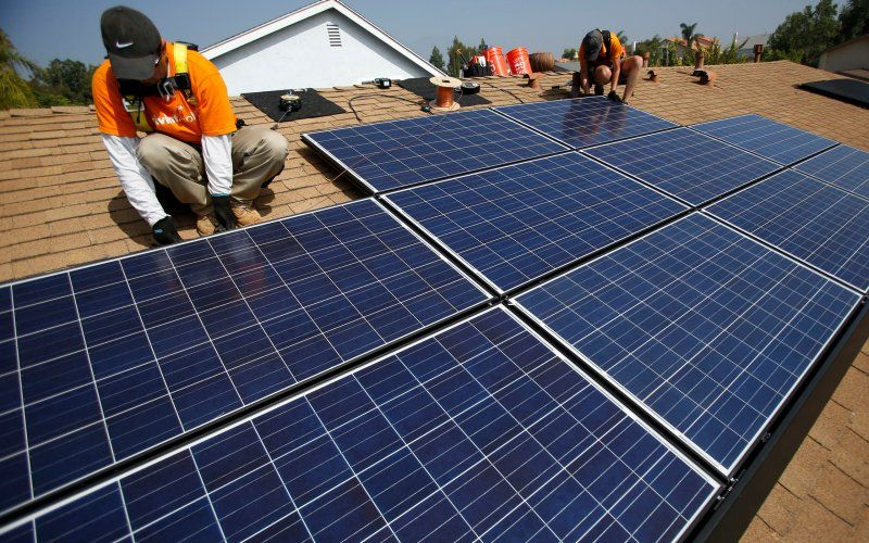 Jesse Tyler Ferguson S Personal Stories Behind His Modern Family Marriage Arc Solar Panels Solar Energy Diy Best Solar Panels