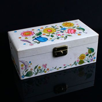Vintage Musical Jewelry Box 1950s from Maejean Vintage Remember