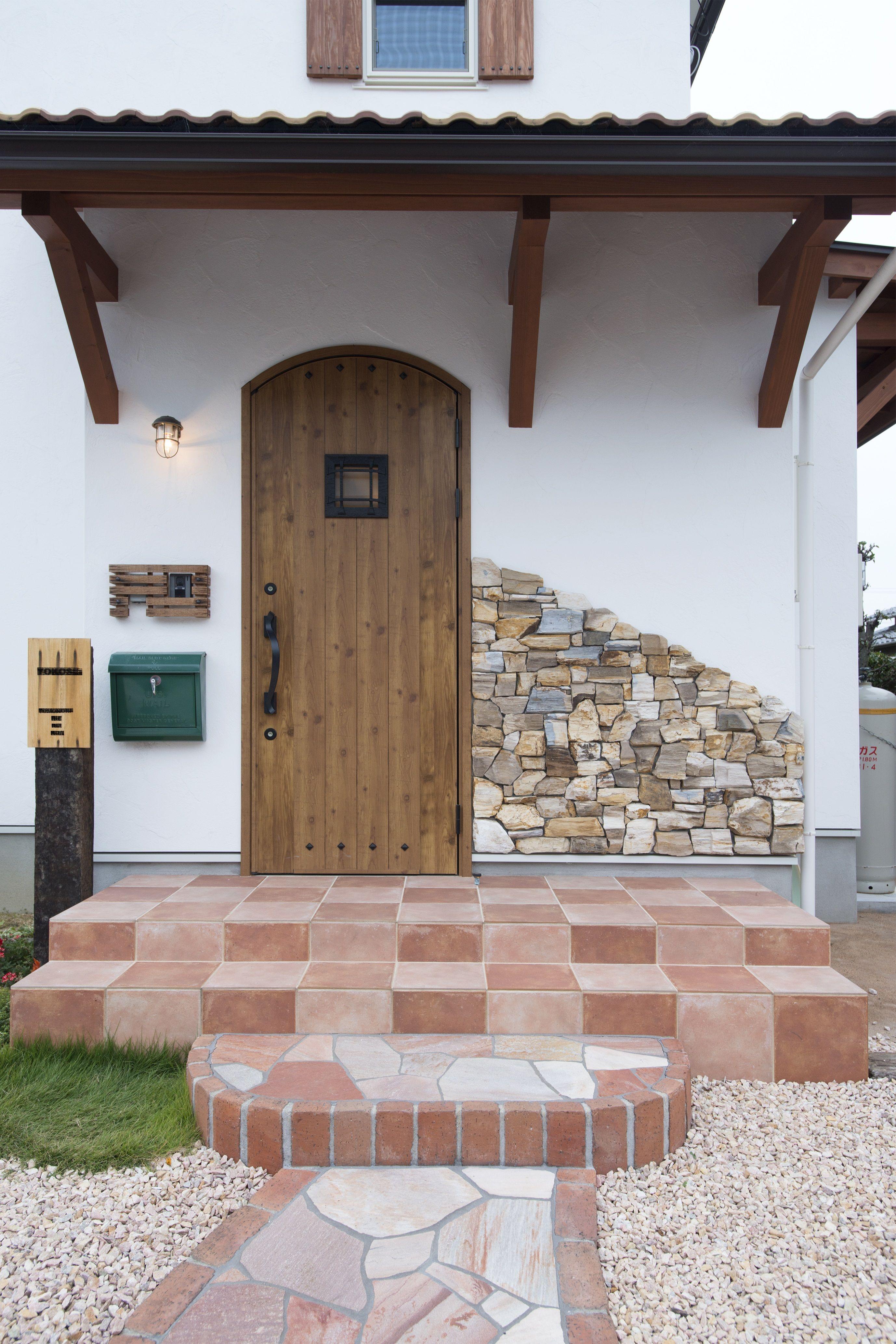 ケース84 アーチ型ドア 平屋 外観 シンプル 平屋外観