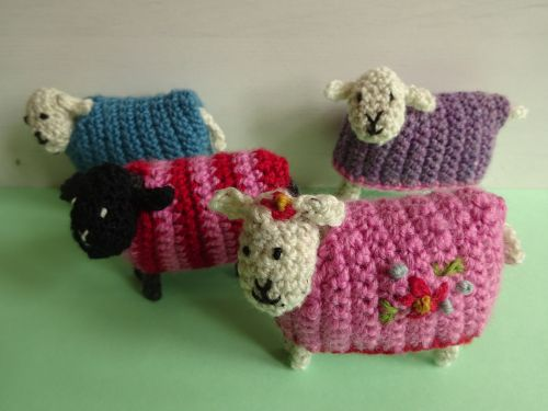 Crochet sheep with removable sweaters - free pattern
