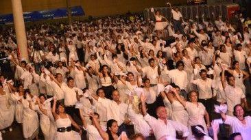 Fueron los campeones del Concurso Nacional de Marinera los encargados de liderar los pasos de los danzantes. (Foto: Backus)