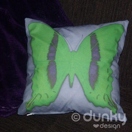 Kussenhoes met groene retro vlinder - www.dunkylovesdesign.nl