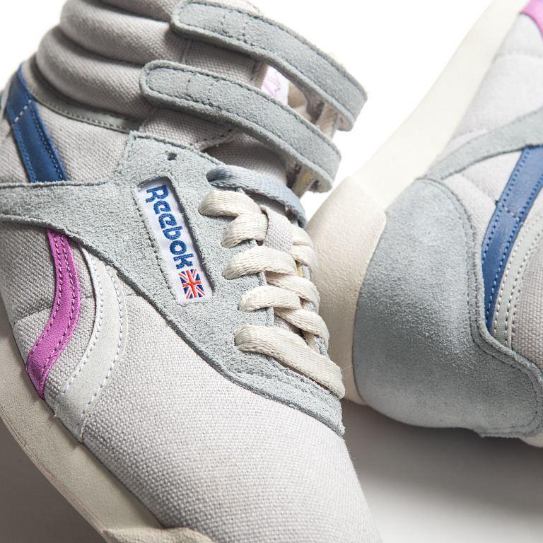 c687b4959759 ... La Reebok Freestyle è una scarpa donna in canvas e suede con velcro  strap alla caviglia ...