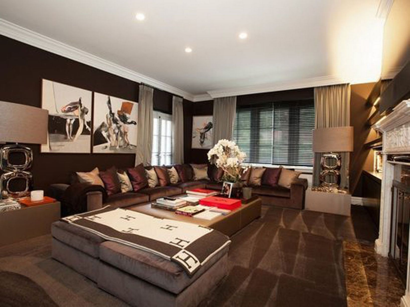 this star is selling their 32 room mansion because it 39 s. Black Bedroom Furniture Sets. Home Design Ideas