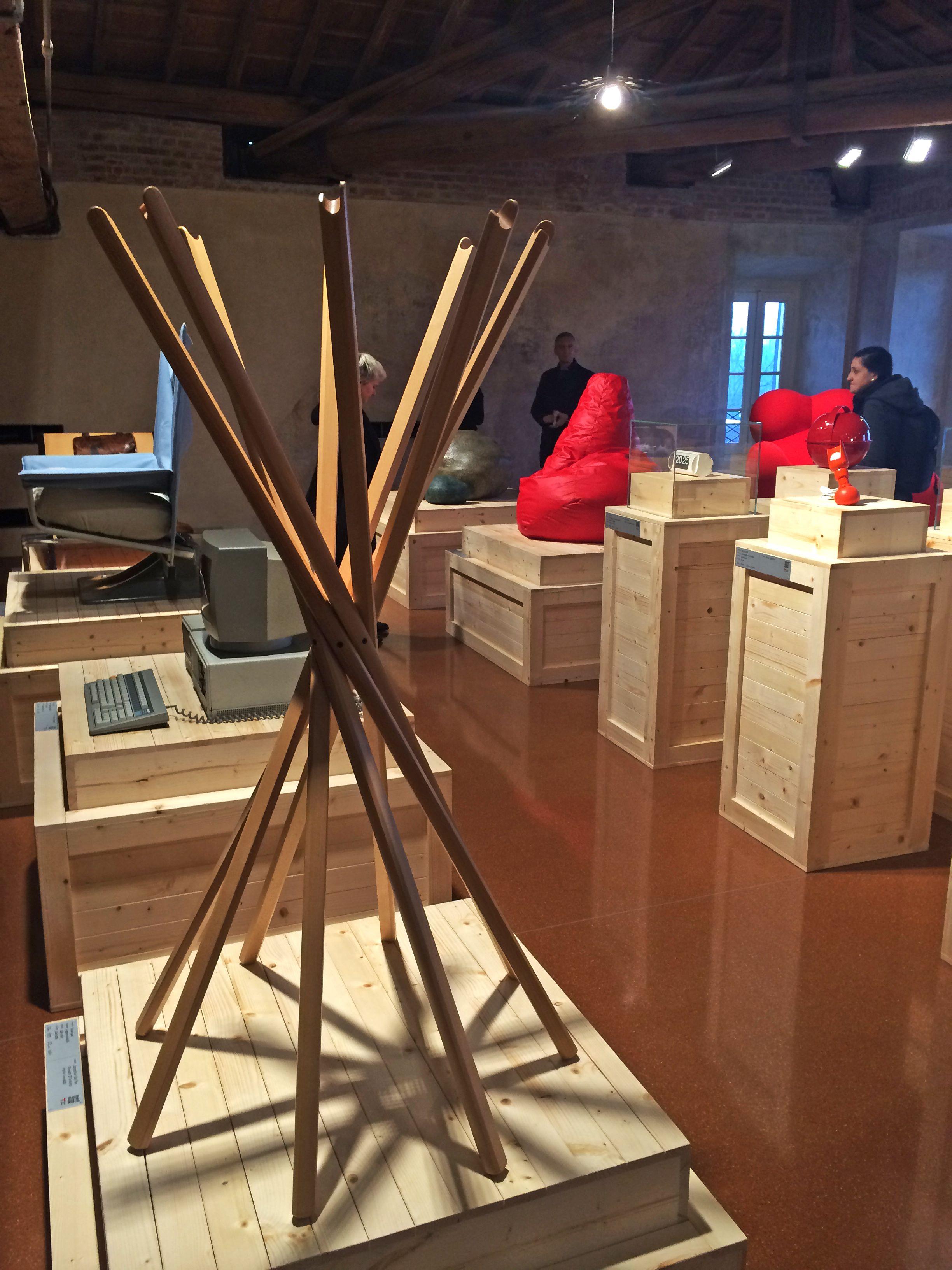 Foto mostra La bellezza Quotidiana Villa Reale Monza singer sedia zanotta Zanotta • La bellezza quotidiana TRIENNALE DESIGN MUSEUM