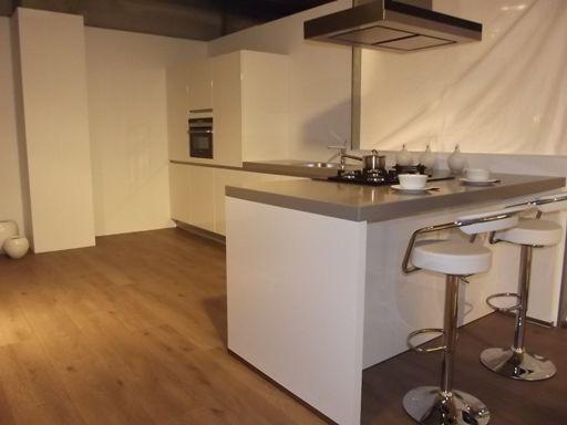 Afbeeldingsresultaat voor kleine keuken met schiereiland keuken