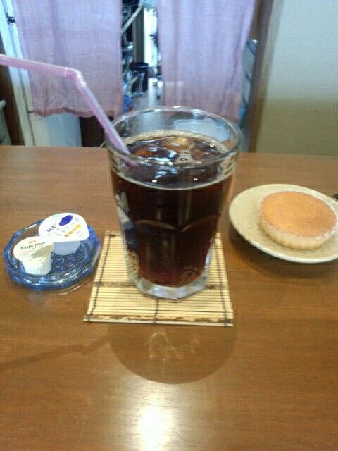 喫茶店でアイスコーヒー飲んでいますなう。