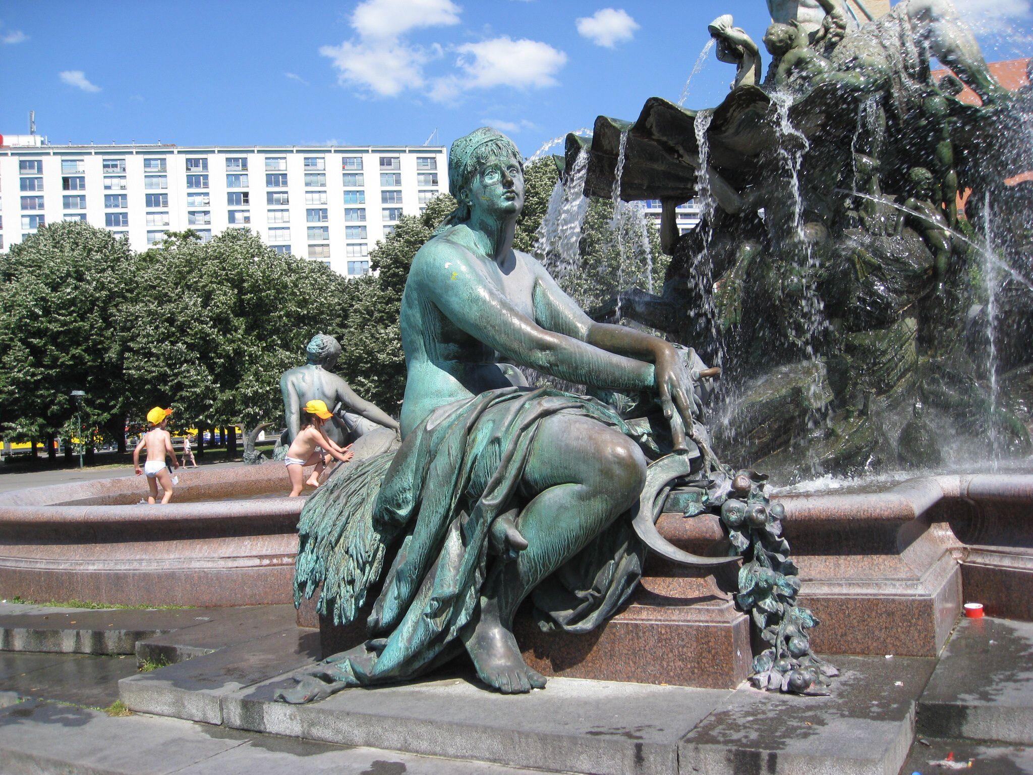 Neptun Brunnen In Berlin Berlin Germany Germany Berlin