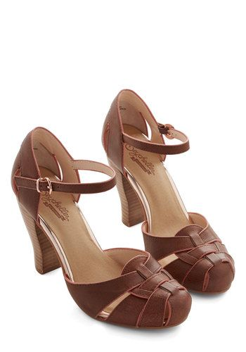 1940s Womens Shoes. Classic for all your 1940s fashion needs.   #1940sfashion #retro #shoes
