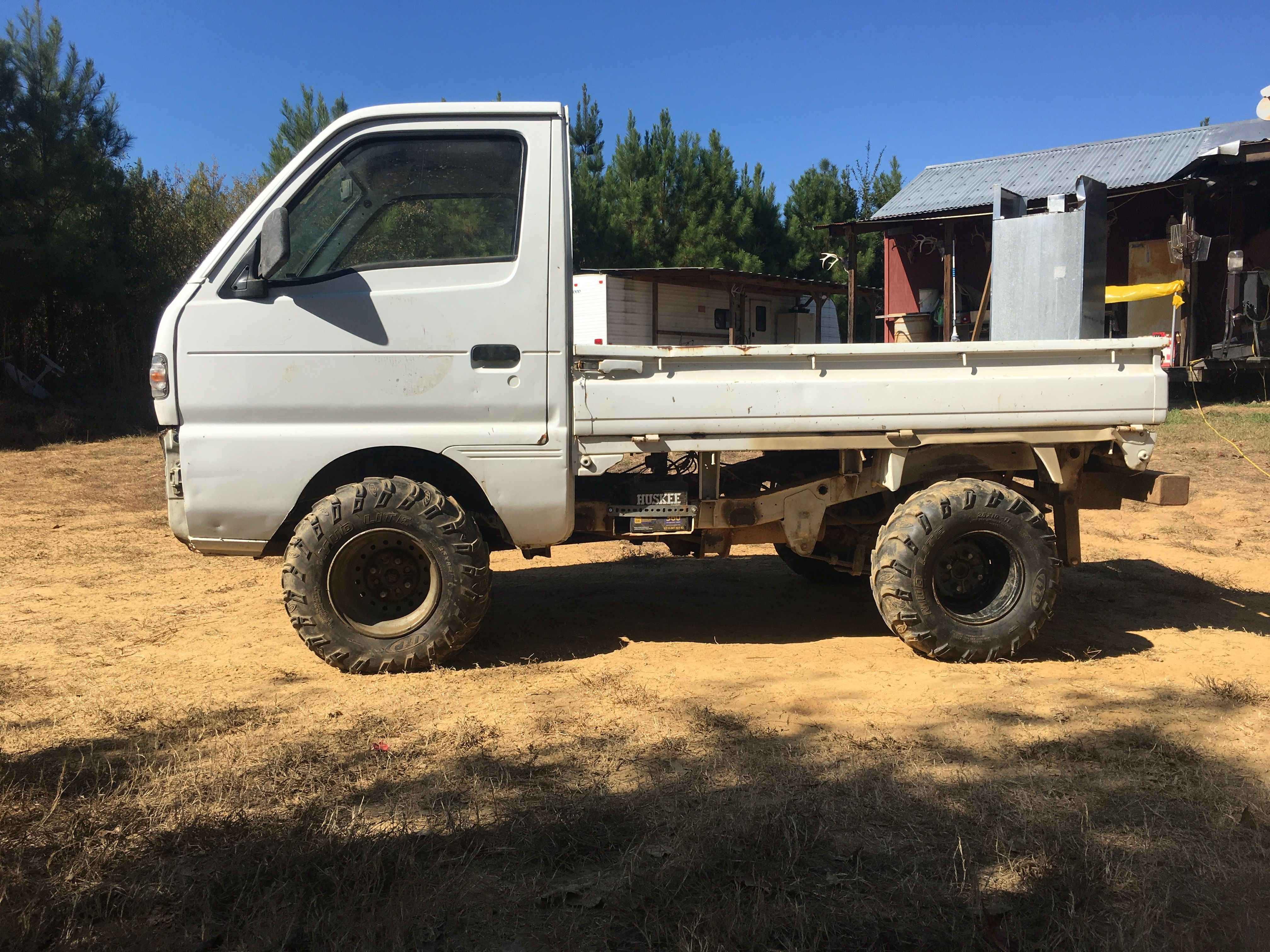 "Suzuki Carry 25"" mudlites on Honda rims with 3"" lift and a fender trim"