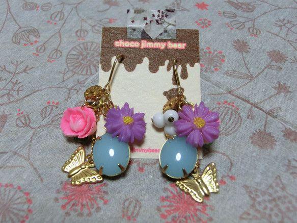 ビンテージパーツを使ったお花と蝶ちょのピアスです|ハンドメイド、手作り、手仕事品の通販・販売・購入ならCreema。