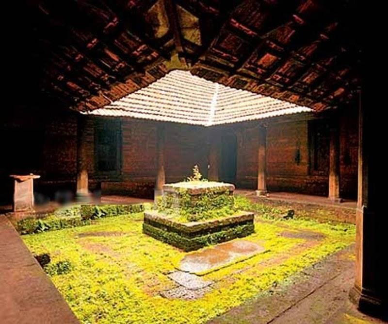 Nadumuttam courtyard home ideas pinterest for Traditional house plans in india