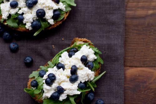 Blueberries and ricotta cheese
