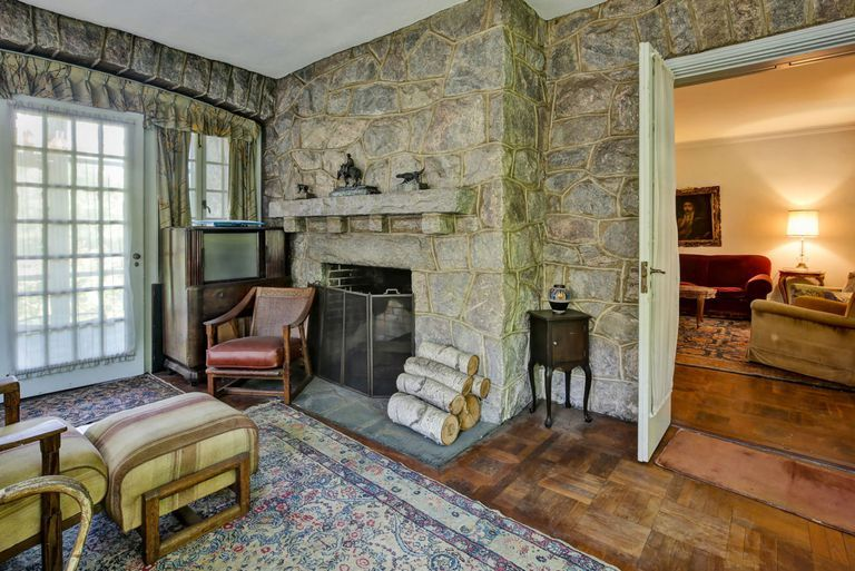 Image pelham manor new york homes vintage interiors fixer upper mansions also the inside of this mansion has been frozen in time since   rh pinterest