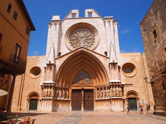 La #Catedral de #Tarragona se sitúa en la parte alta de la ciudad, sobre el mismo emplazamiento donde se situaba un templo romano dedicado a Augusto.