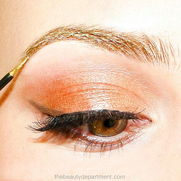 We found a gorgeous way to translate the Gold Foil Brow from the runways! Click through to see how wearable it is in the full face looks!