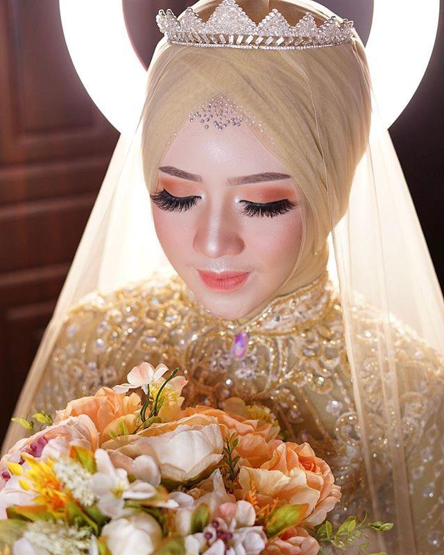 Rias Pengantin Indonesia Dandanan Pengantin Muslimah Makeup Pengantin Modern Tata Rias Pengantin Adat Jawa Make U Wedding Dresses Lace Lace Wedding Wedding