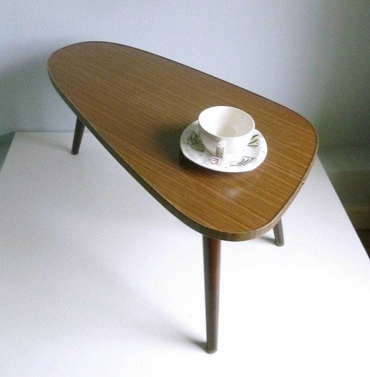 Pin By Claire Ogilvie On For The Apartment 1960s Home Decor Mid Century Modern Coffee Table Coffee Table [ 1277 x 1252 Pixel ]