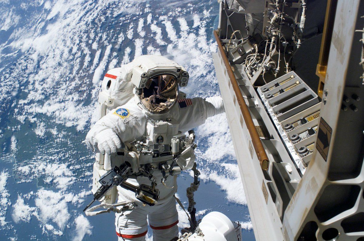 Simon Donne Optician on Mission to mars, Us space