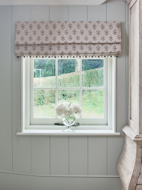 This roman blind suits any window, however small or large it may be. Fabric in Charcoal Moonflower Linen. A delicate floral print with colours inspired by an old Indian mural. The Charcoal Moonflower combined with Indian Red and Violet Moonflower works beautifully in a room. Pompoms in light beech charcoal.