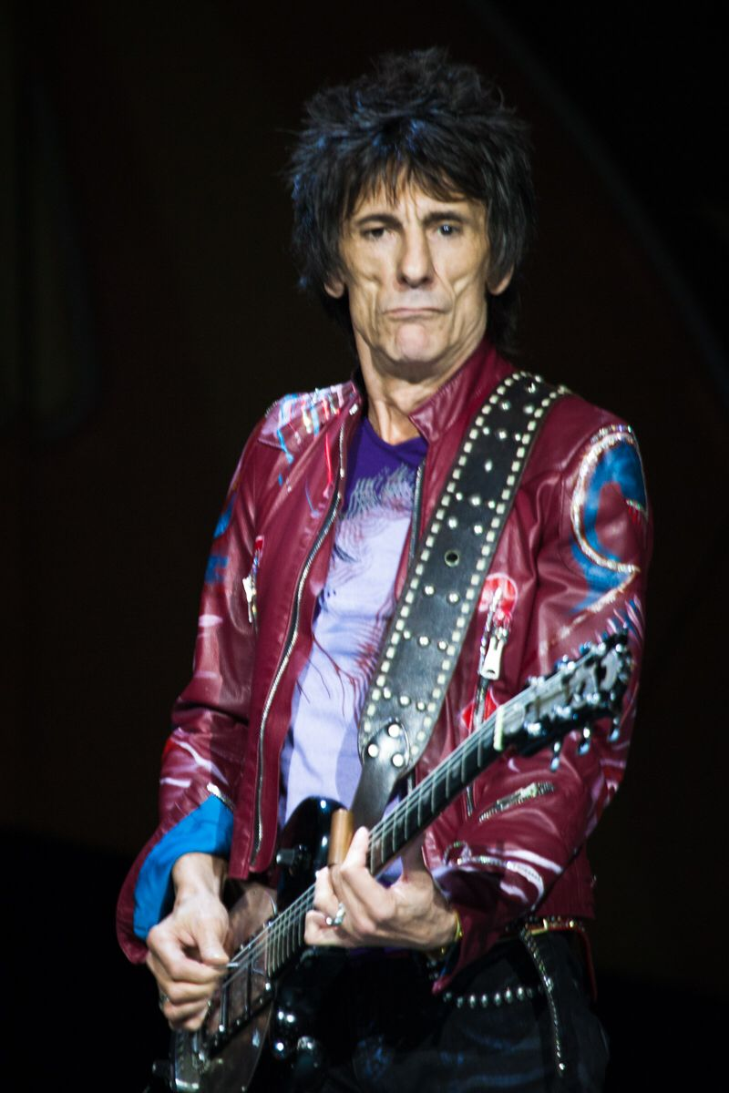 how old is ronnie wood of the rolling stones