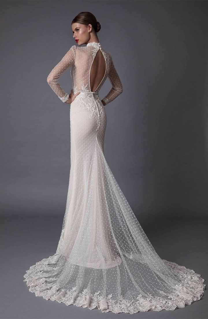 Beautiful fit and flare wedding dress | fabmood.com #weddinggown #bride #weddingdress #bridaldress #mermaidgown