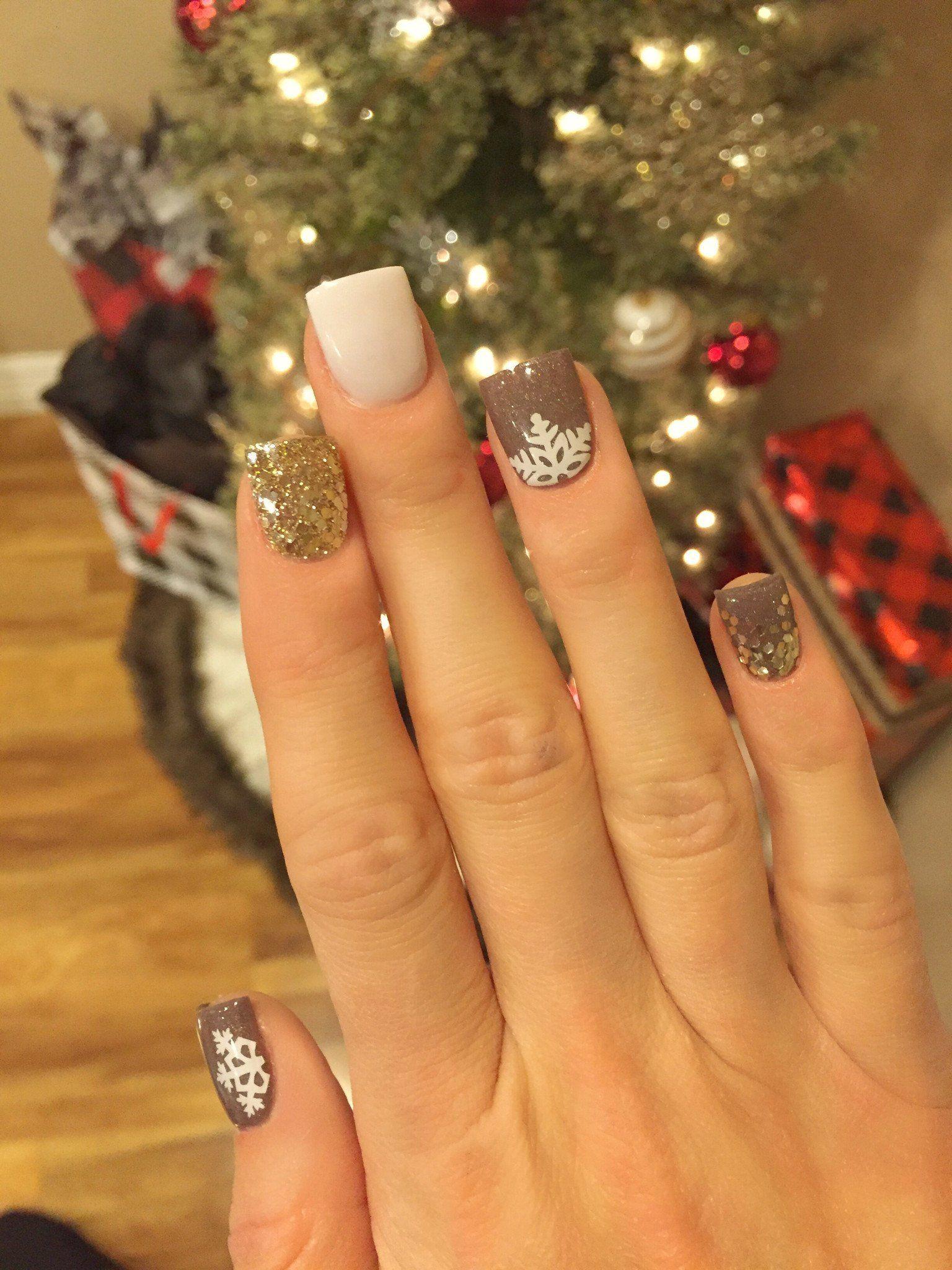 simple festive christmas acrylic nail designs for winter pinterest