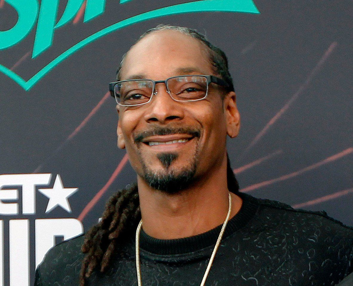 Snoop Dogg Gets Bashed By Women After He Suggests Ditching The Wigs And Growing Natural Hair - See This Video #AriLennox, #SnoopDogg celebrityinsider.org #Music #celebrityinsider #celebrities #celebrity #rumors #gossip #celebritynews