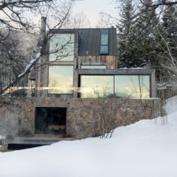 The La Muna project is a 3,500 square feet privated home and a complete renovation designed by Oppen Office in Aspen Colorado.