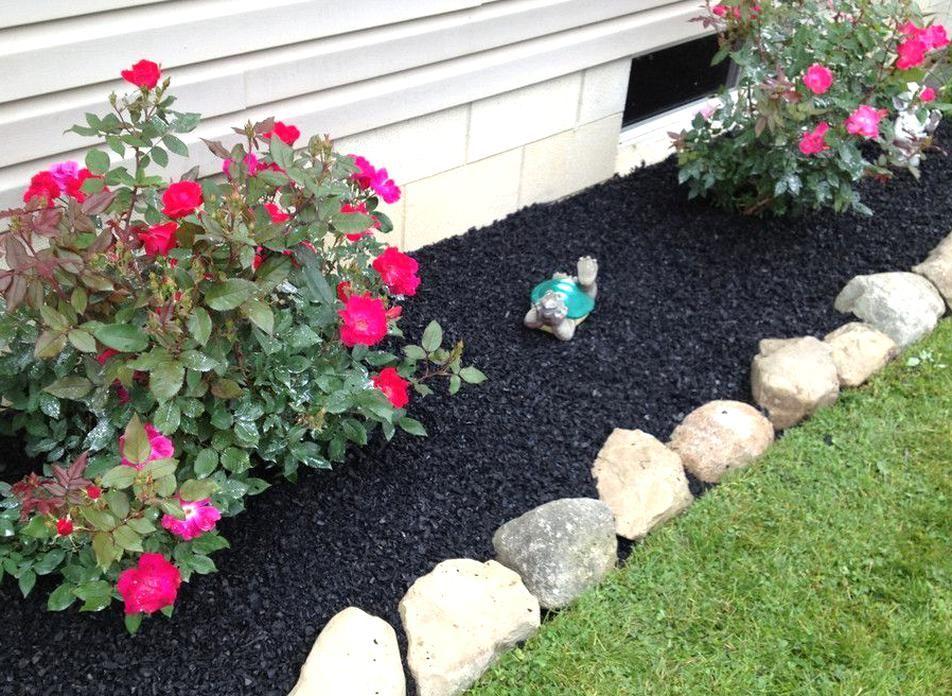 Black Mulch Landscaping 00 1 2 Pallet Landscape Rubber Mulch 1000 Lbs 38 Cubic Feet 40 Lbs In 2020 Rubber Mulch Mulch Landscaping Front Flower Beds