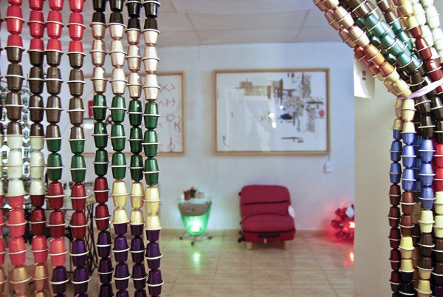 Cómo hacer una Cortina con Cápsulas de Café Ideas Artículos - cortinas decoracion