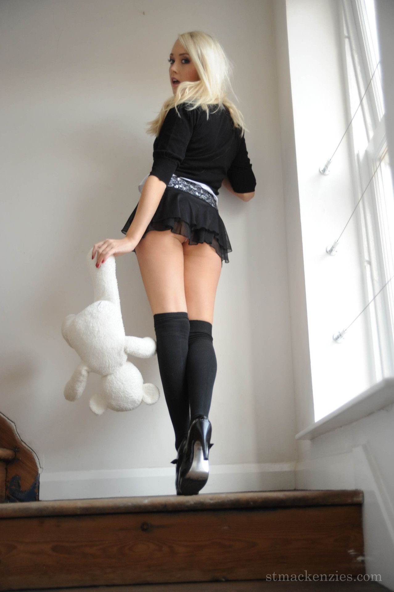 Random Hot Babes - Mini Skirts, High Heels & Legs : Photo ...