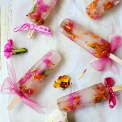 Spring Bouquet Popsicles are perfect for a bridal shower, baby shower, birthday or tea party. Any celebration! {recipe}