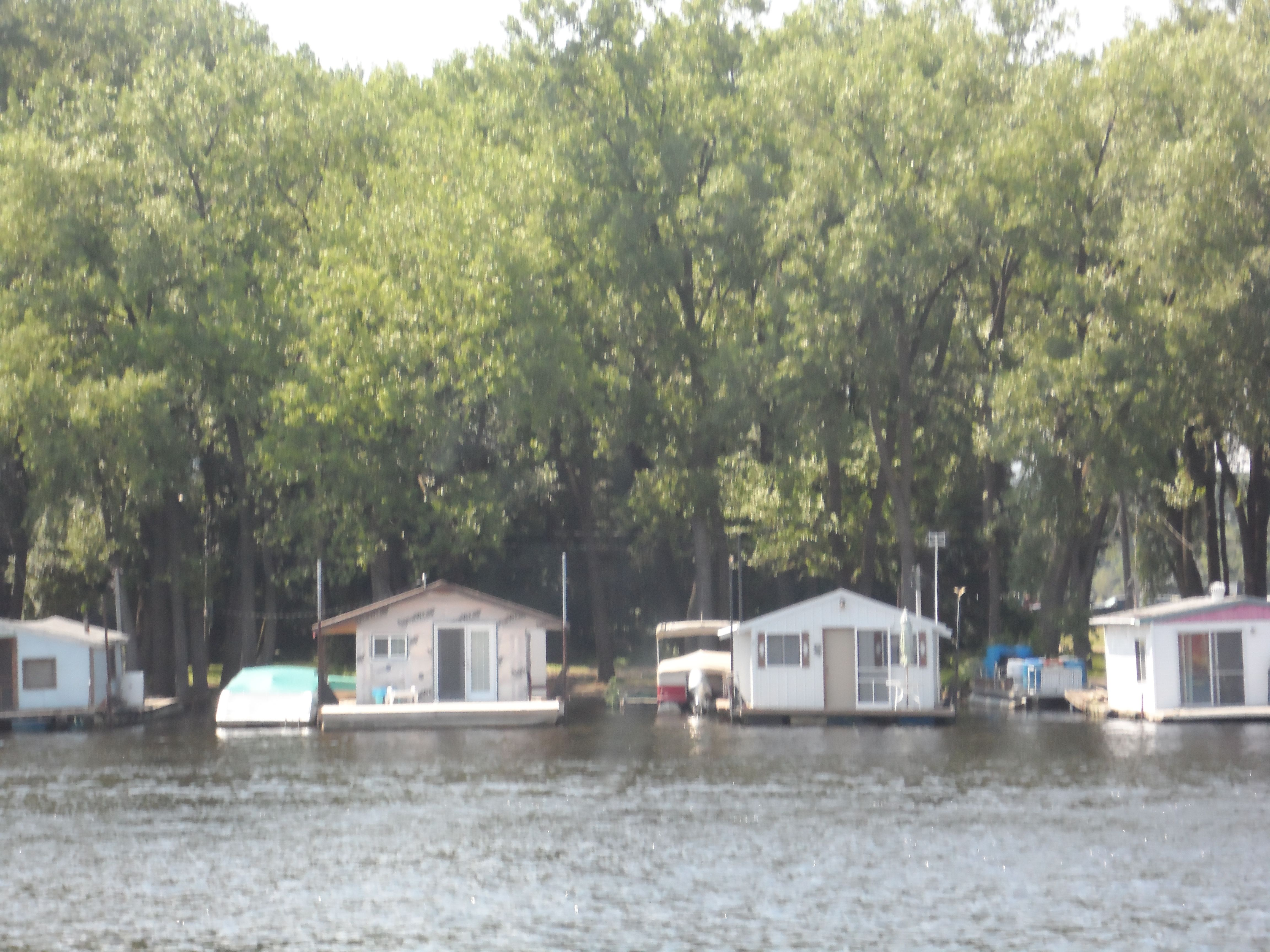 Houseboats on the mississippi great river house boat river