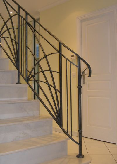 rampe d 39 escalier en fer forg rf17 escalier rampe pinterest staircases iron and stairways. Black Bedroom Furniture Sets. Home Design Ideas