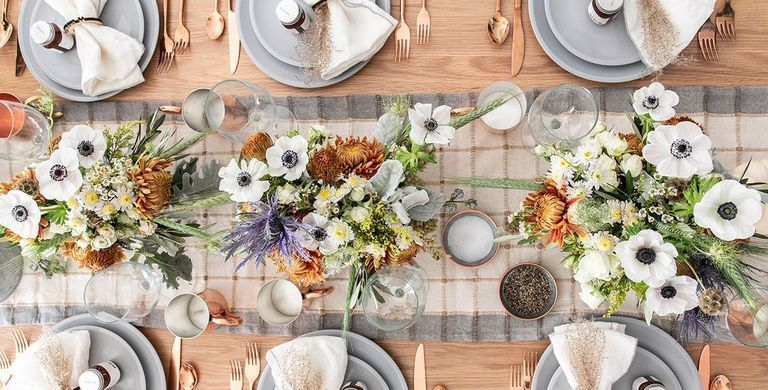 55 DIY Thanksgiving Table Settings to Wow All Your Holiday Guests #thanksgivingtablesettings Rustic Modern Thanksgiving Table Settings #thanksgivingtablesettings
