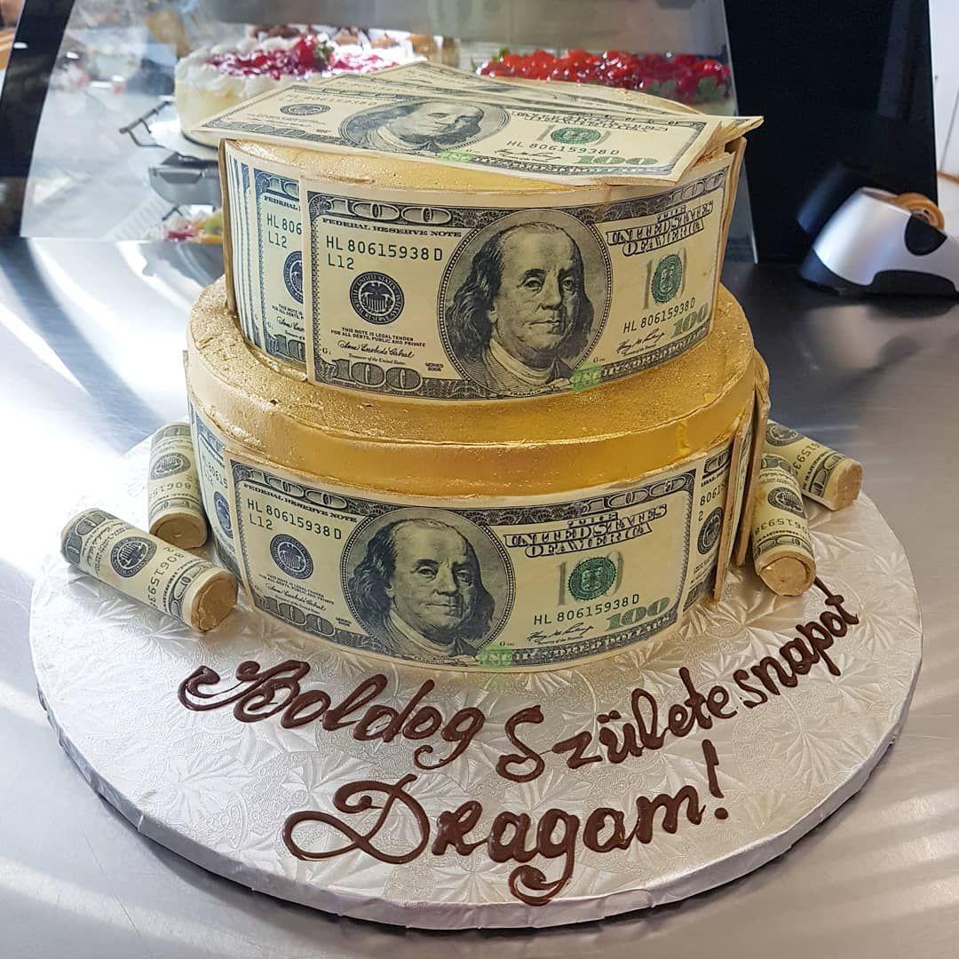 Custom cakes by @stpiobakery . . .
