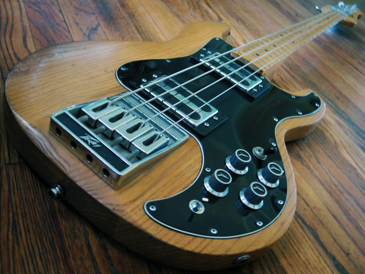 Peavey T 40 Had One Of These Once Bass Guitars Pinterest