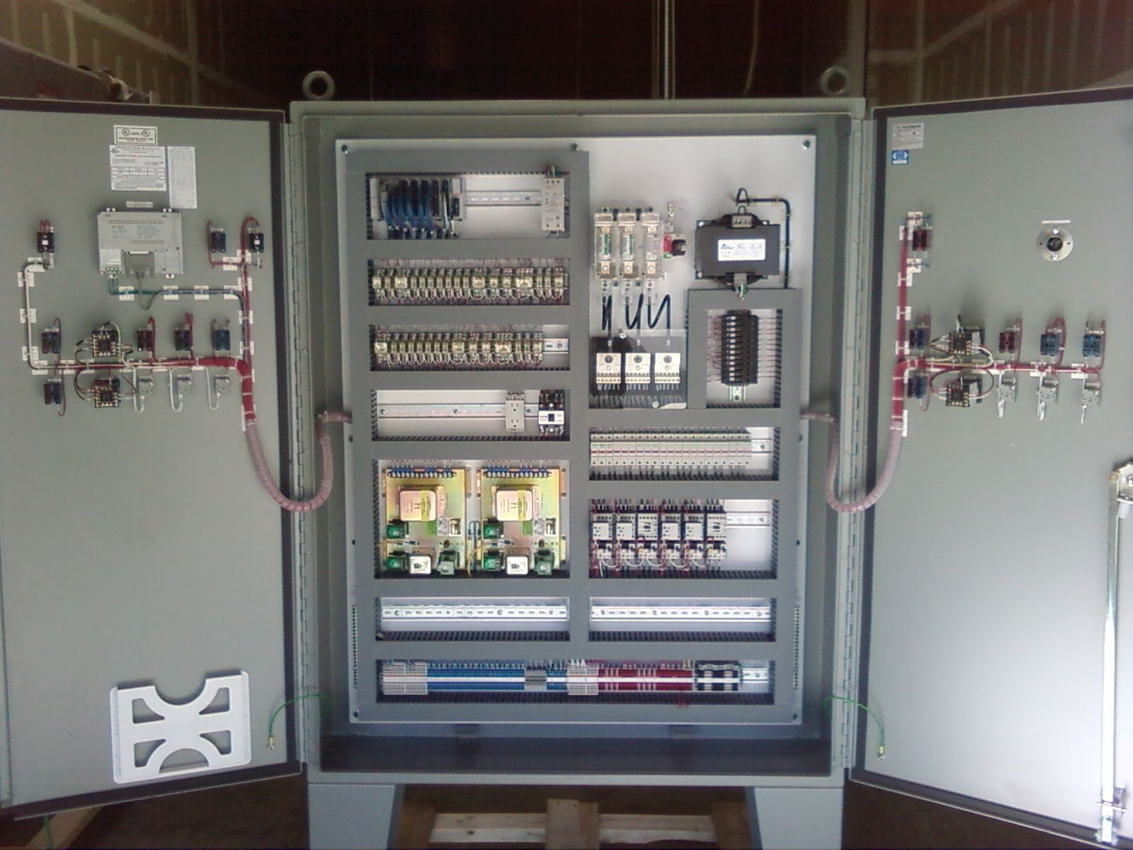 sweet control panel electrical engineering electrical wiring high voltage control panel cnc [ 1600 x 1200 Pixel ]