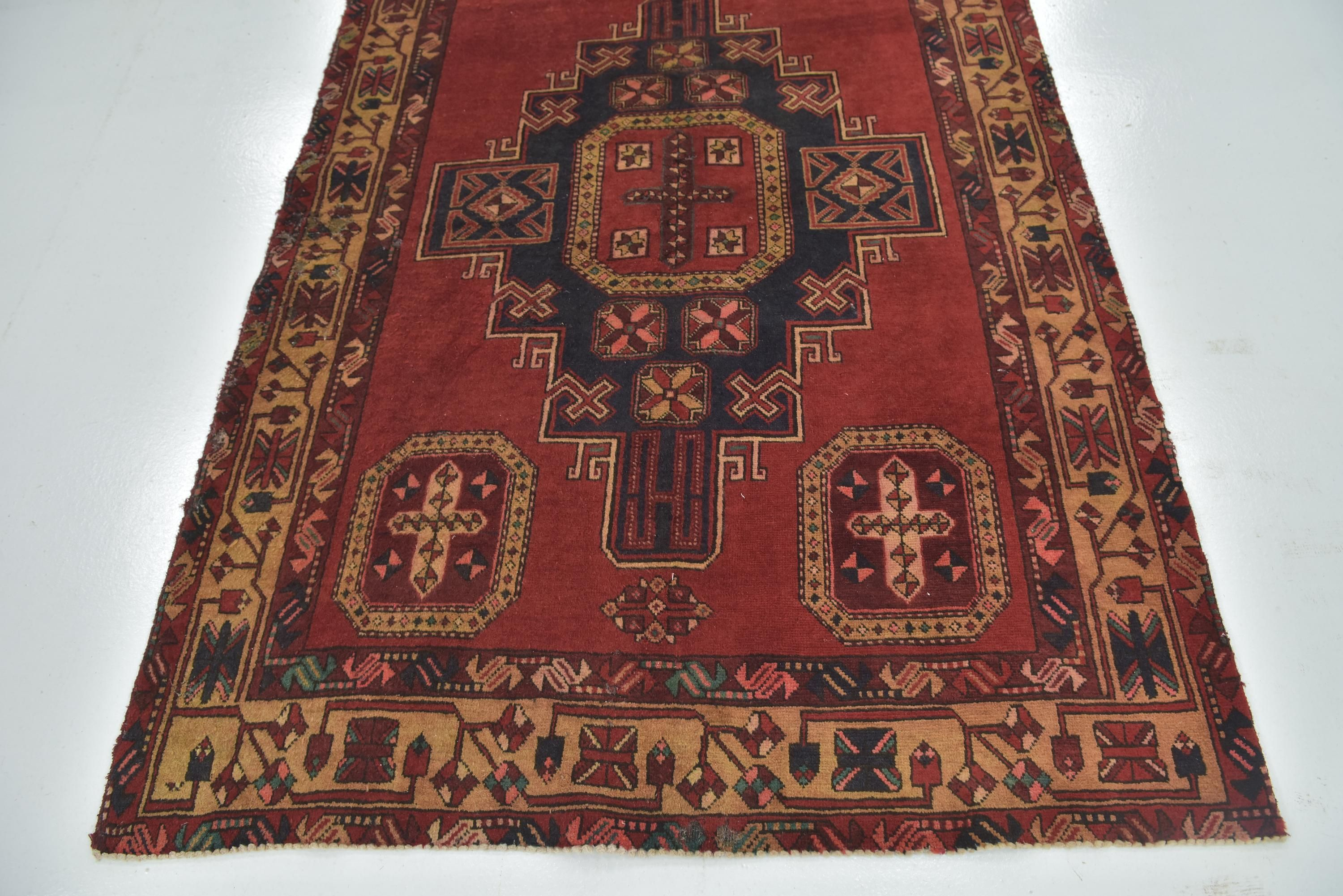 Red 4 10 X 10 9 Meshkin Persian Runner Rug Affiliate Meshkin Red Rug Runner Persian Sponsored Persian Rug Runners Rug Runner Buy Rugs