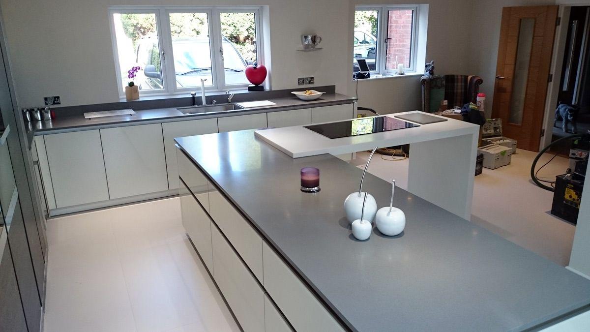 Erstaunlicher Weisse Laminat Arbeitsplatten Fur Die Kuche Wohnzimmer Arbeitsplatte Laminat Und Wohnzimmer