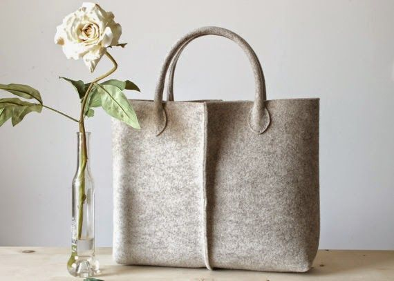 Borse Di Stoffa Fatte A Mano Cartamodelli.Borse Di Stoffa Fatte A Mano Cartamodelli Cerca Con Google Felt Bag Felt Tote Bag Leather Handle Tote