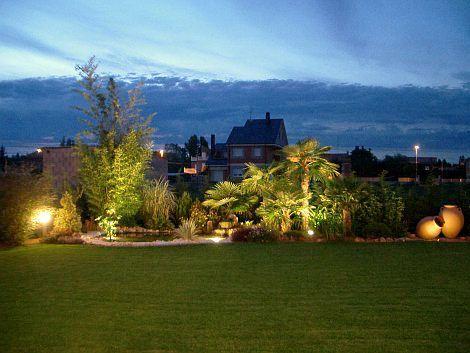iluminacin en jardin exterior