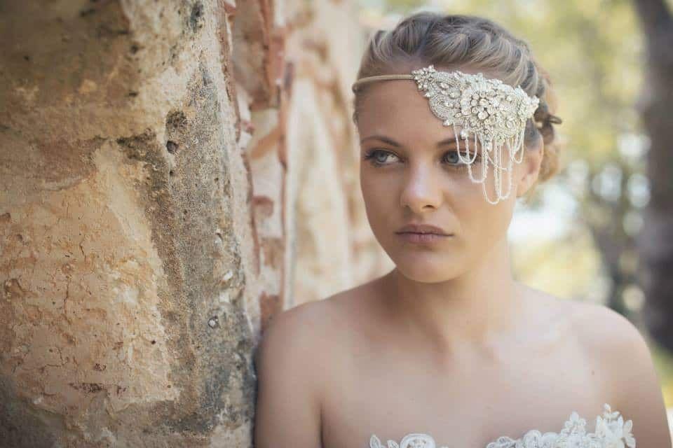 f56bac575a1 Νυφικά αξεσουάρ μαλλιών για μια stylish νύφη   Μαλλιά   Μαλλιά ...
