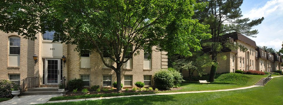 410 941 0958 1 3 Bedroom 1 2 Bath Versailles 111 Versailles Cir Towson Md 21204 Apartments For Rent House Styles Towson