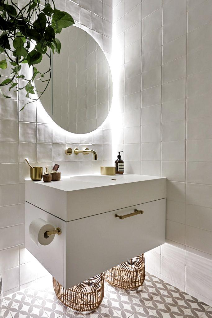 The Block 2019 Oslo Guest Ensuite Bathroom Ideas Bathroom Vanity Backlit Bathroom Mirro In 2020 Badezimmereinrichtung Badezimmer Innenausstattung Gastebad Ideen