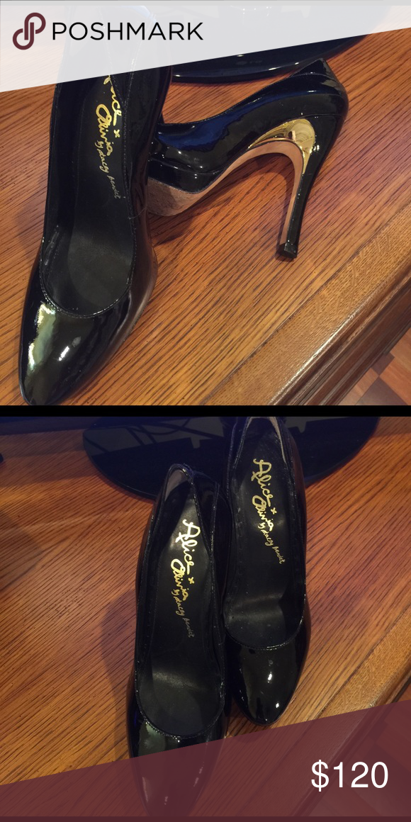 Black pattern leather shoe Black shoe with gold Alice + Olivia Shoes Heels