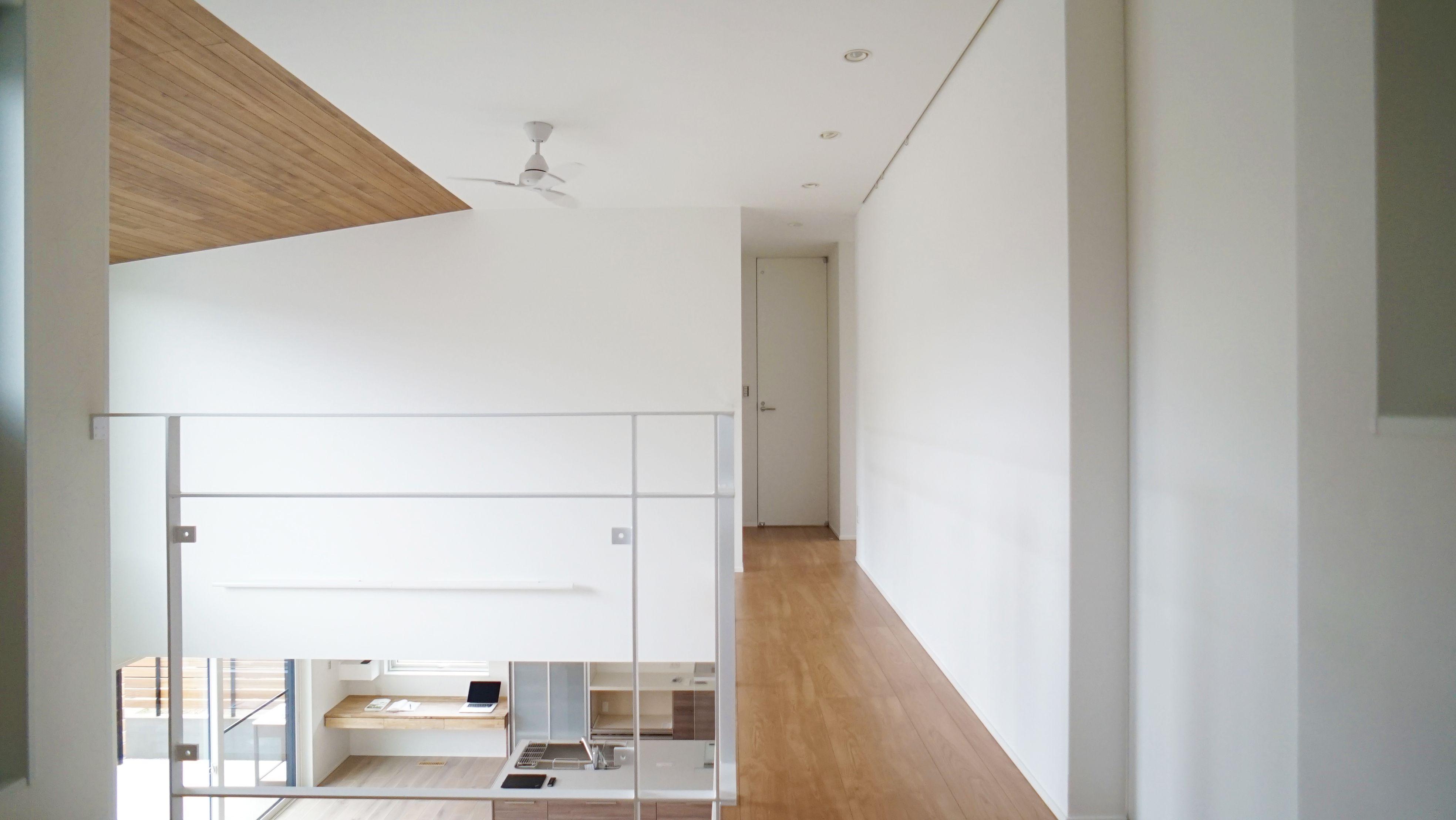 2階からもldkの様子がわかります 右側の天井には埋め込みの